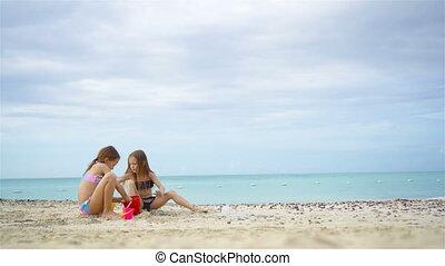 geitjes, twee, tropische , zand, vervaardiging, kasteel strand, spelend