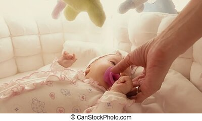 geven, baby, pietluttig, kinderbed, pacifier