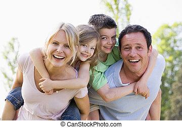 geven, paar, twee, jonge, ritje op de rug, het glimlachen, ritten, kinderen