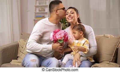 gezin, baby, thuis, meisje, bloemen, vrolijke