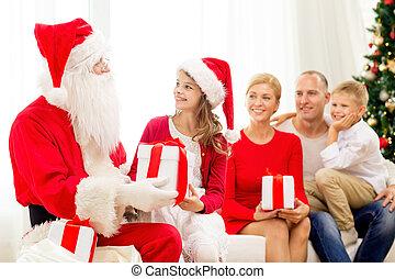 gezin, claus, kadootjes, kerstman, thuis, het glimlachen