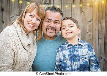 gezin, jonge, buiten, hardloop, gemengd, verticaal