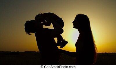 gezin, meisje, vrolijk, ondergaande zon , relaxen, baby