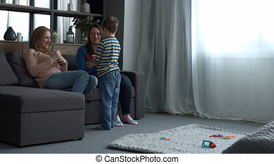 gezin, relaxen, kamer, huiselijk, kind, vrolijke