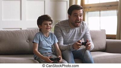 gezin, twee, generaties, spelend, game., video, online, opgewekte