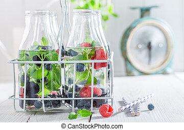 gezond water, besjes, closeup, fles