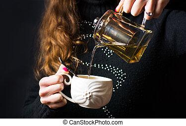 gieten, warme, theepot, vrouwlijk, thee