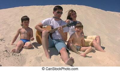 gitaar, strand, het zingen, gezin, mondharmonica