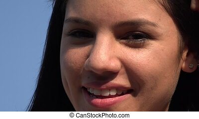 glimlachende vrouw, gezicht
