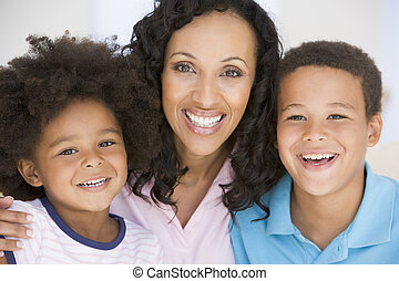 glimlachende vrouw, kinderen, twee, jonge