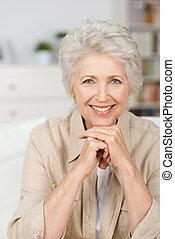 glimlachende vrouw, senior, vrolijke