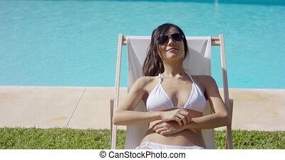 glimlachende vrouw, sunbathing, zalig, jonge