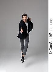 grijs, volle, wijzende, beeld, 30, vrijstaand, lengte, u, vinger, achtergrond, kostuum, zakenman, formeel, op, aantrekkelijk
