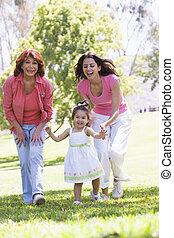 grootmoeder, park, kleindochter, dochter, volwassene