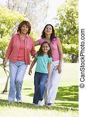 grootmoeder, parkeer dochter, volwassene, kleinkind