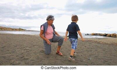 grootmoeder, spelend, kind