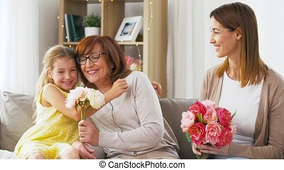 grootmoeder, thuis, bloemen, groet, gezin