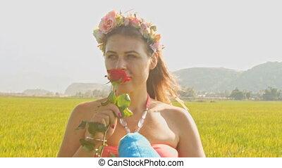 guirlande, roos, groene, ruiken, meisje, gras, aanzicht