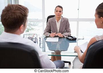 haar, advocaat, het adviseren, klanten