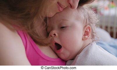 haar, armen, jonge, vasthouden, moeder, baby