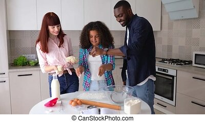 haar, papa, mamma, vanessa, keuken, meisje, afrikaans-amerikaan, bakken, cakes.