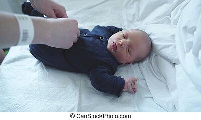 haar, pasgeboren, op, aankleding, mamma, afsluiten, baby
