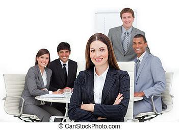 haar, team, vrouwelijke baas, charismatic, voorkant, zittende