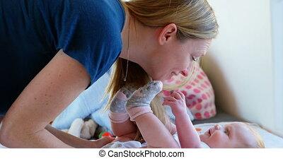 haar, thuis, moeder, baby jongen, 4k, spelend