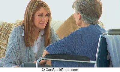 haar, vriend, wheelchair, oudere vrouw, het spreken