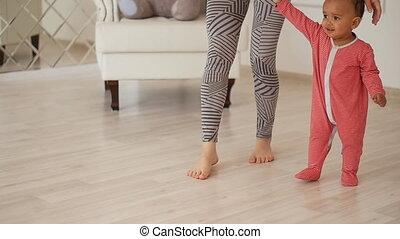 haar, walk., zoon, gemengde race, mamma, baby, onderwijst