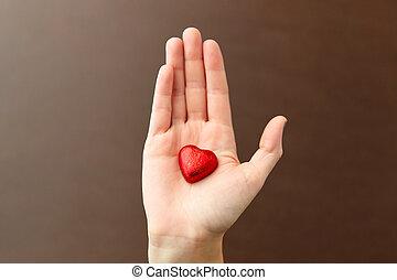 hand, kristaliseren hart uit, chocolade, gevormd, rood