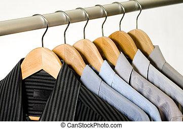 hangers., kleed hemden