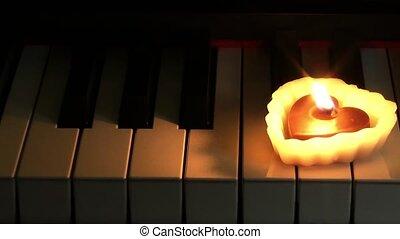hart gedaante, piano, kaarsje