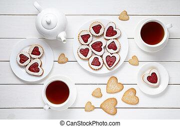 hart, koekjes, houten, zoet, valentines, twee, samenstelling, achtergrond, thee, witte , koppen, theepot, dag