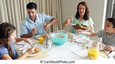 hebben, gelukkige familie, spaghetti, diner