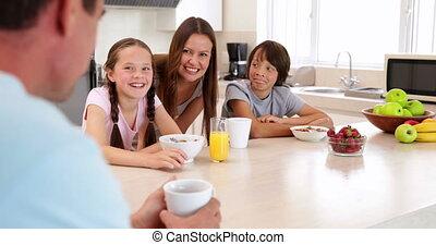 hebben, ontbijt, samen, gezin, vrolijke