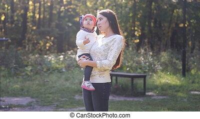 herfst, baby dochter, mamma, wandeling