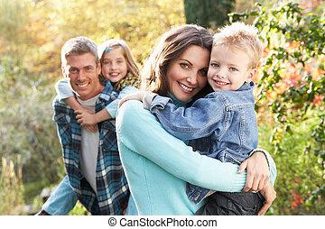 herfst, groep, gezin, geven, ritje op de rug, ouders, buitenshuis, landscape, chiildren