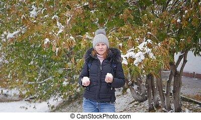 herfst, sneeuwbal, park, gooien, meisje
