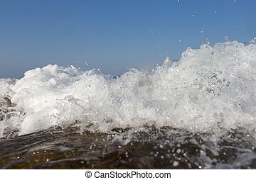 het bespaten, verpulveren, golf, hoog, oever, zee, rotsen, op