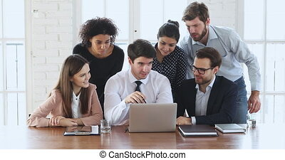 het bespreken, draagbare computer, anders, data, werknemers, digitale , groep, ethnicity