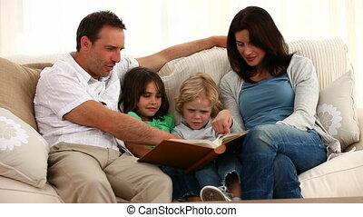 het boek van de lezing, gezin, schattig