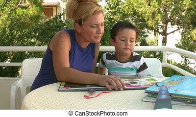 het boek van de lezing, moeder, zoon