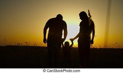 het genieten van, baby, ontspannen, gezin, ondergaande zon , natuur