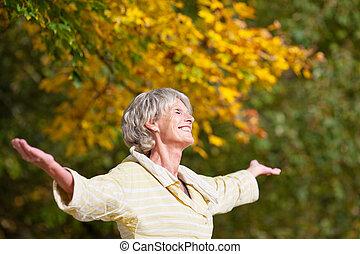 het genieten van, oude vrouw, park, natuur