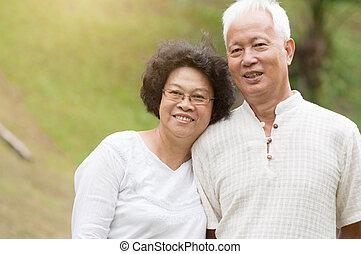 het glimlachen, paar, outdoor., bejaarden, aziaat