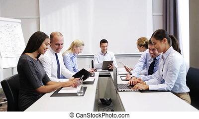 het glimlachen, vergadering, kantoor, zakenlui