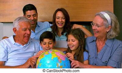 het kijken, breidde uit, globe, gezin