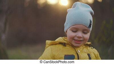 het kijken, verticaal, fototoestel, jongen, 2-year-old