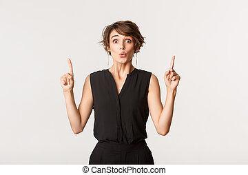 het kijken, vingers, aantrekkelijk, vrouw, geïmponeerd, beeld, op, verwonderd, wijzende